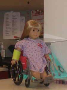 Muñeca american girl silla de ruedas