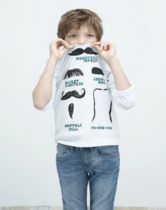 camiseta bigotes niño de zara
