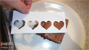 brownies caseros decorados con corazones
