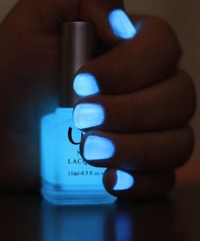 azul neon uñas