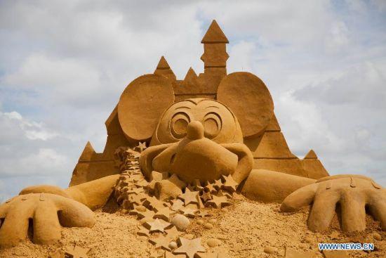 figura de arena de mickey mouse