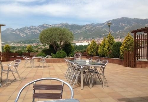 Cafeteria con terraza vistas al pirineo catalan