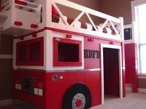 cama infantil en forma de coche de bomberos
