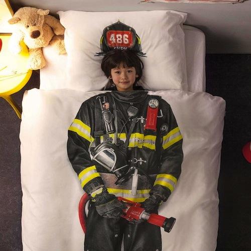 edredón infantil blanco con la figura de un bombero para niños