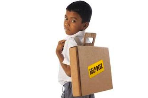 mochila escolar de cartón con forma de caja