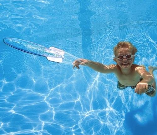 juguete infantil para jugar en la piscina