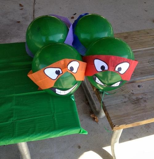 Globos decorados para una fiesta de cumpleaños de Las Tortugas Ninja