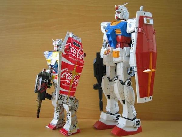 Transformers hechos con latas recicladas