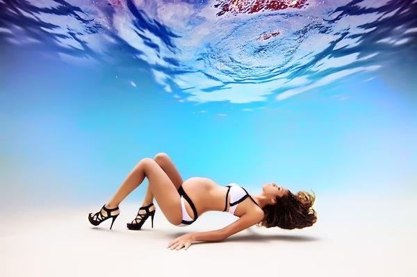 fotografia embarazada maternidad bajo el agua