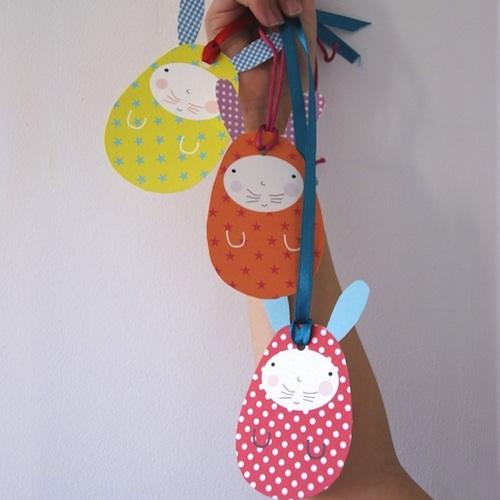 decorar conejitos de pascua con forma de huevo