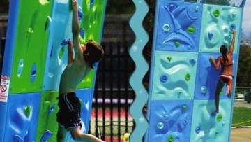Divertido rocódromo infantil acuático