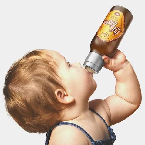 Biberón para bebé con forma de botellín de cerveza