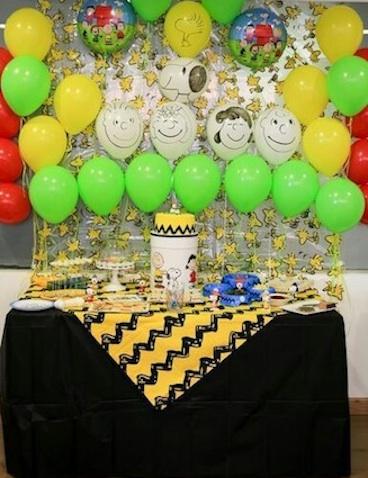 decoracion fiesta carlitos y snoopy mesa principal