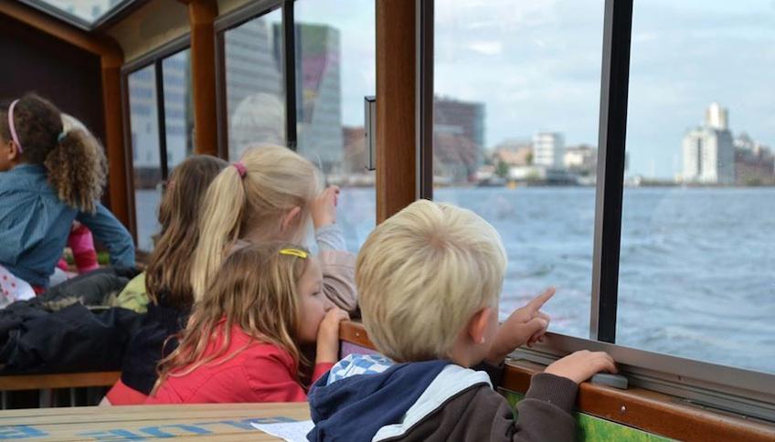 paseo canales barco amsterdam niños