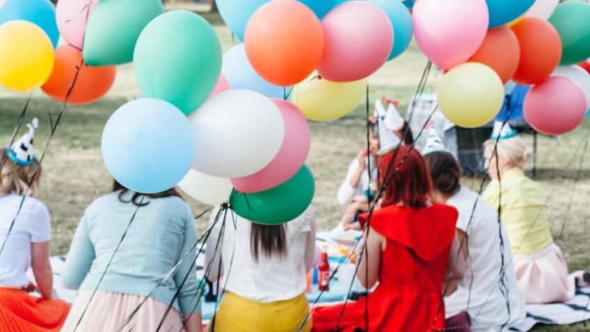 Celebrar un baby shower al aire libre
