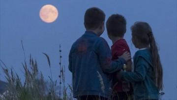 ¿Cómo afecta la luna llena a los niños?