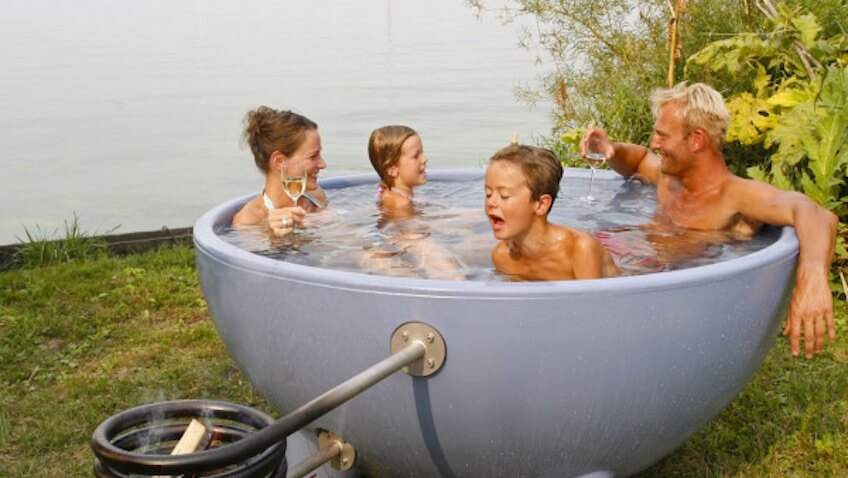 bañera hidromasaje familiar exterior