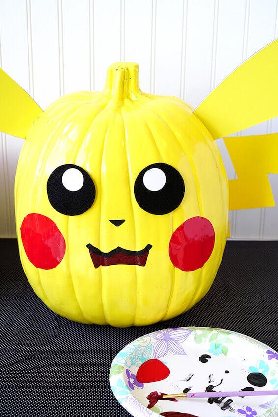 Cómo hacer una calabaza decorada de Pikachu