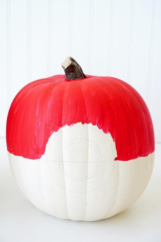 Cómo hacer una calabaza decorada de Pokeball