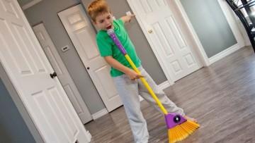 """Escoba para niñ@s con micrófono """"Sweep N Sing"""""""