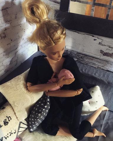 Barbie lactancia materna hecha por Betty Strachan