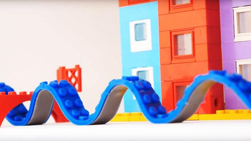 Jugar con sets y cinta de Lego