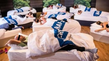 Clases grupales de siestas para padres y madres