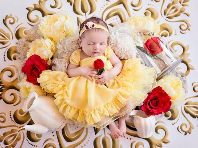 fotos bebés recién nacida vestida de bella de la película de Disney