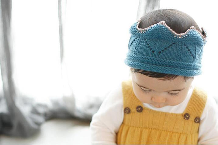 Corona de crochet azul para bebés