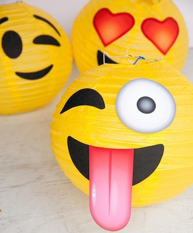 Lámparas DIY para decorar una fiesta de Emojis