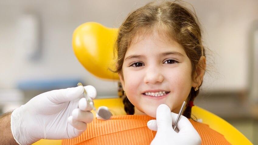Salud dental de los niños cuando ir al dentista por primera vez