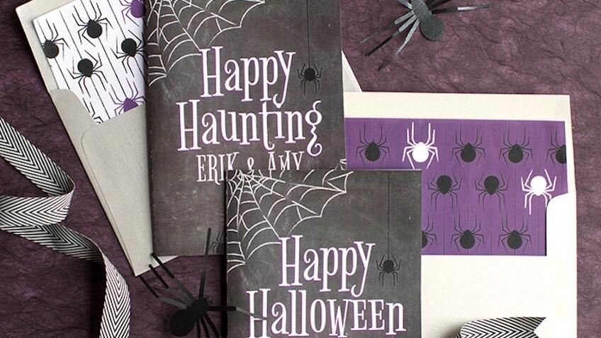 dos tarjetas de Halloween para imprimir gratis que puedes personalizar con el nombre