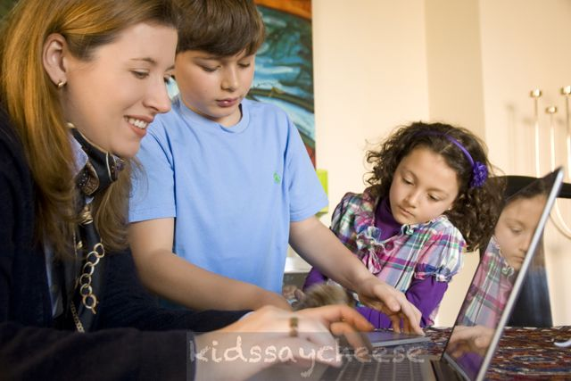 Daniela Dávila con sus hijos