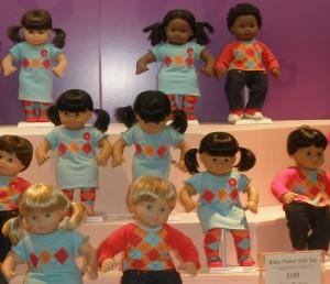 Muñeco y muñecas bebé en American Girl Place