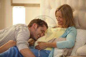 Imagen de embarazada con su marido