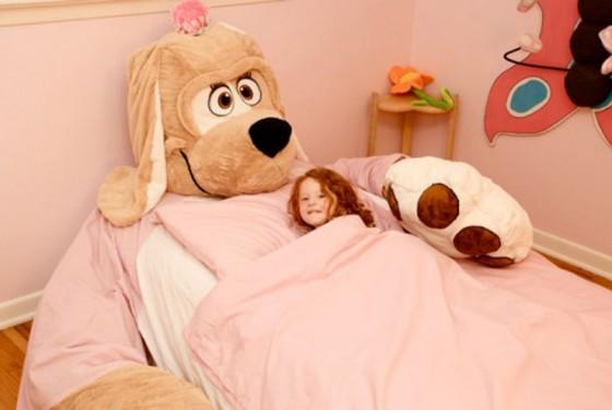 cama infantil original con forma de perro de peluche