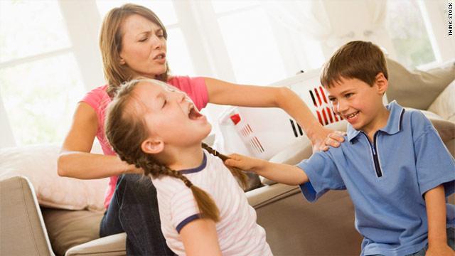 Causas de las peleas entre hermanos y papel de los padres