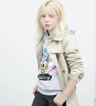 Gabardina niña con sudadera de Daisy de Zara