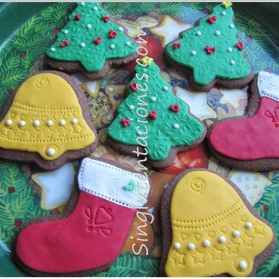 Galletas sin gluten, decoradas con motivos navideños.
