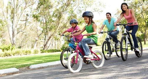 familia en bicicletas