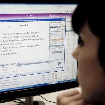 elearning joven estudiando online