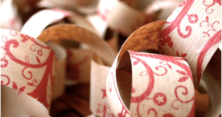 Guirnarlda con papel de regalo