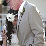 Un padre con un cáncer terminal celebra una conmovedora ceremonia con su hija