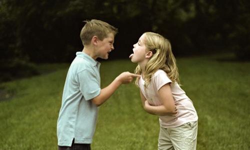 niños peleas entre hermanos