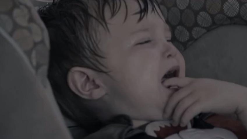 bebe llorando silla coche