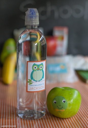 descarga etiquetas personalizadas gratis para marcar botellas de agua, meriendas frutas