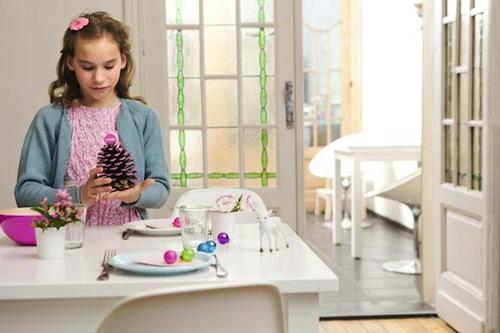 manualidad para hacer con niños en navidad piñas pintadas