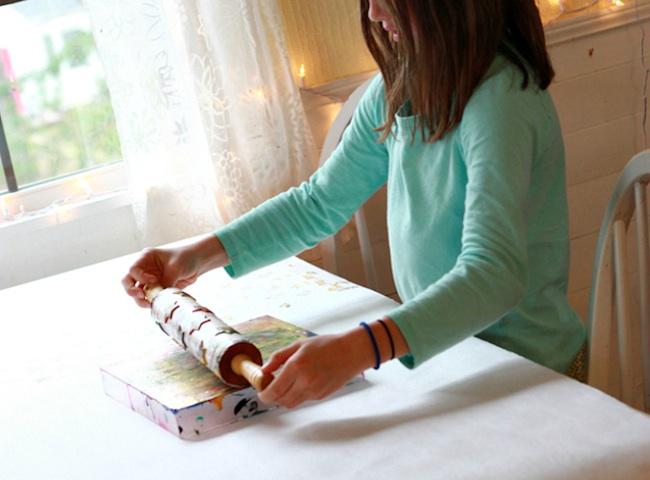 papel de regalo casero para hacer con niños