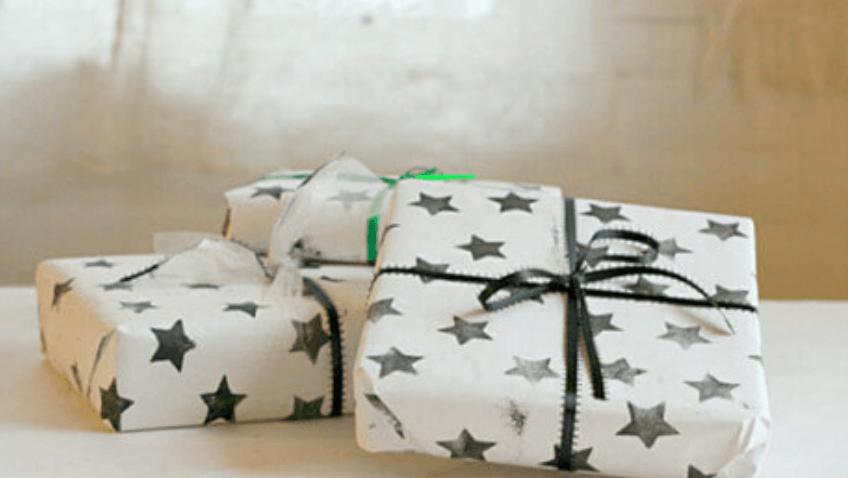 Haz un papel de regalo casero con tus hijos