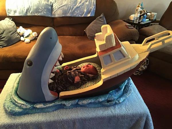 cuna bebe tiburon